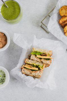 Aprende estos 4 tips que te van a ayudar a convertir los sandwiches una comida extraordinaria. #sandwich #sandwichvegetariano #recetasvegetarianas #recetassaludables #pandemasamadre Sandwich Aguacate, Sandwiches, Cheddar, Recipes, Food, Vegetarian, Vegetarian Recipes, Healthy Recipes, Lunches