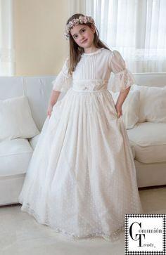LUBALOO vestidos de Comunión tradicionales y elegantes   COMUNIÓN TRENDY :: Mil ideas para organizar una Primera Comunión :: Vestidos de comunión, Recordatorios, Trajes de Comunión