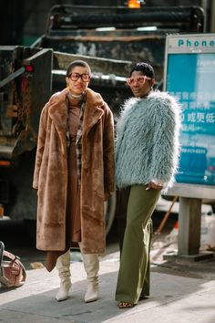 The Street Style Crowd Wore All Types of Blazers at Seoul Fashion Week - Fashionista New York Street Style, Street Style Edgy, Autumn Street Style, Street Style Looks, London Street, Street Chic, Tokyo Street Fashion, Seoul Fashion, Fashion Fashion
