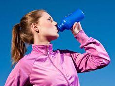 Die Hersteller von Sportlernahrung versprechen bessere Leistungen oder schnellere Regeneration. Doch wissenschaftlich bewiesen sind diese Effekte nicht.