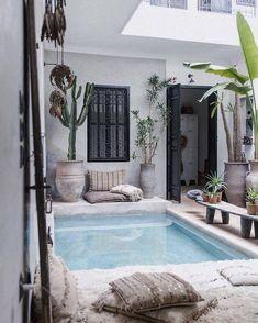 La Maison Marrakech in Marrakech Morocco. Photography by The Secret Souk. Small Backyard Pools, Small Pools, Swimming Pools Backyard, Outdoor Pool, Outdoor Spaces, Outdoor Living, Lap Pools, Indoor Pools, Pool Decks