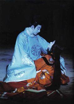 歌舞伎 Kabuki actors dressed in heian robes.