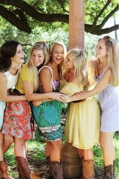 Bachelorette Party Ideas - Fun Photoshoot for The Girls! Love this idea!