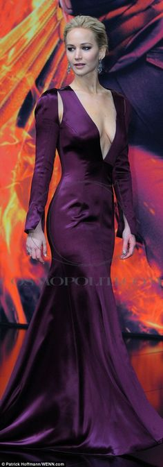 Jennifer Lawrence In Christian Dior Couture – 'The Hunger Games: Mockingjay – Part 2' Berlin Premiere