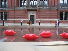 Big red lips appear outside the V in 2009 to mark Lulu Guinness and her 20th anniversary as one of the best longstanding British accessories designers ever.