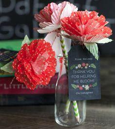 Veja aqui como fazer flores de embalagem de docinho