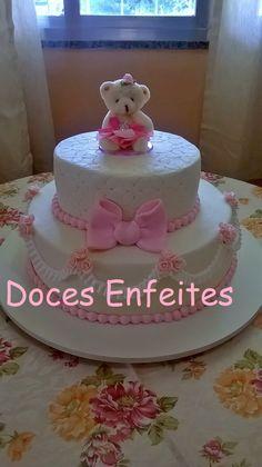 Bolo para cha de bebe de meninas.  Encomendas:(21)2652-6583 www.docesenfeites.blogspot.com