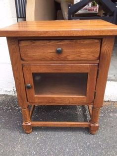 Attractive Broyhill Attic Heirlooms Natural Oak END TABLE/SIDE TABLE