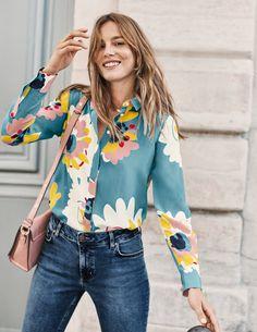 The Silk Shirt - Heritage Blue Painted Daisy Look Fashion, Fashion Outfits, Womens Fashion, Fashion Goth, Mode Boho, Inspiration Mode, Fashion Fabric, Shirt Blouses, Women's Shirts