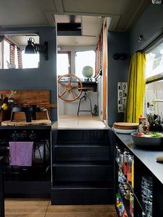 Houseboat living in Paris – in pictures Homes: Paris Boat: Interior of houseboat showing part of the kitchen Floating Boat, Floating House, Ambiance Hotel, Dutch Barge, Houseboat Living, Houseboat Decor, Houseboat Ideas, Mini Loft, Living On A Boat