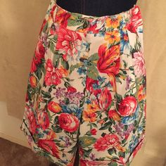 ❤️Super cute walking shorts these are so cute and do ready for summer see how I paired them up with the cutest tops in my closetRemember to make it a Posh box and save and the outfit comes to you in a beautiful keepsake picture box On the verge Shorts