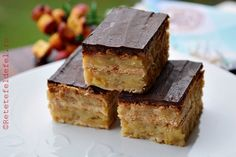 Delicious cake with apples and biscuits - Simple recipe, without bake . - Delicious apple and biscuit cake – Simple, no-bake, creamy and tasty recipe - Sicilian Recipes, Greek Recipes, Merida, Biscuit Cake, Romanian Food, Yummy Cakes, Cake Recipes, Biscuits, Sweet Treats