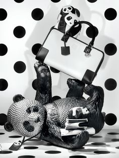 Loewe's windows for Holiday Season 2013 are presented just like they were in the 40s.