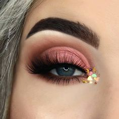 Stunning eye makeup - beautiful eye shadow ,Peachy coral eye makeup highlight #eyeshadow #eyemakeup #makeup