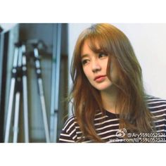 Seen on countless Korean female celebrities, this hair trend is one of the most popular amongst Asian ladies. Fringe Hairstyles, Popular Hairstyles, Curled Hairstyles, Hairstyles With Bangs, Pretty Hairstyles, Korean Bangs Hairstyle, See Through Bangs, Asian Bangs, Medium Hair Styles