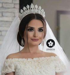 wedding hairstyles with crown Bride Wedding Hairstyles For Women, Wedding Hairstyles With Crown, Bride Hairstyles, Wedding Tiara Veil, Bride Tiara, Wedding Bride, Quinceanera Hairstyles, Braut Make-up, Bridal Crown