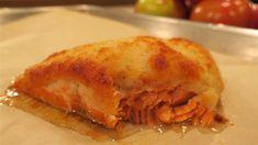 Saumon en croûte de parmesan par Marc Maulà | Marina Orsini | ICI Radio-Canada.ca Radios, Marina Orsini, Parmesan, Apple Pie, Lasagna, Ethnic Recipes, Desserts, Food, Cheesecake Pie