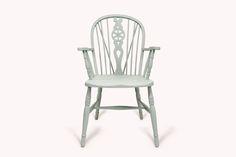 Wheelback#2.0        Antiker Wheelback Chair mit Armlehnen. Der Stuhl ist in Farrow & Ball Farben gestrichen.