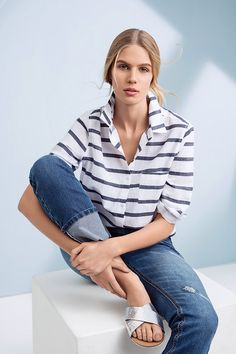 Striped shirt worn with des tresses straight leg denims. Denim Blanco, Ss 15, Women's Fashion, My Style, Summer, Shirts, Tops, Stripes, Block Prints