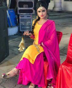 Image may contain: 2 people, people standing Dress Indian Style, Indian Outfits, Mehendi Outfits, Punjabi Fashion, Indian Fashion, Yellow Punjabi Suit, Yellow Suit, Beautiful Suit, Beautiful Dresses