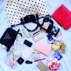 #whatsinyourbag ☺️☺️ These are the stuffs that I usually bring along with me…