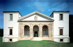 VILLA PISANI, BAGNOLO, Italy: The Pisani were very wealthy Venetian aristocrats who owned several villas named after them, two of them designed by Andrea Palladio.  The villa at Bagnolo was built in the 1540s & was Palladio's first villa for a patrician family of Venice.  The villa at Bagnolo was at the centre of an agricultural estate, & was designed with rusticated features to complement its rural setting.