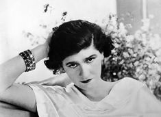 """Coco Chanel ~ Gabrielle """"Coco"""" Bonheur Chanel (August 1883 – January was a French fashion designer and founder of the Chanel brand. Her signature scent, Chanel No. has become an iconic product. Ⅰ Wikipedia (Coco Chanel, Estilo Coco Chanel, Coco Chanel Mode, Mademoiselle Coco Chanel, Coco Chanel Fashion, Chanel 19, Coco Chanel Style, Chanel News, Citation Coco Chanel, Coco Chanel Quotes"""