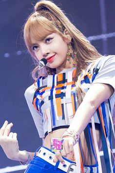 Never been promoted properly, but Lisa is the one who c . Lisa Black Pink, Black Pink Kpop, Kim Jennie, Blackpink Lisa, Forever Young, Kpop Girl Groups, Kpop Girls, Oppa Gangnam Style, Kim Jisoo