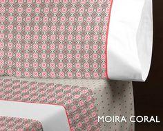 Juego de cama Encama modelo Moira color coral. Juego de cama estampado en tejido 50% algodón 50% poliéster. Acabado antipeeling,