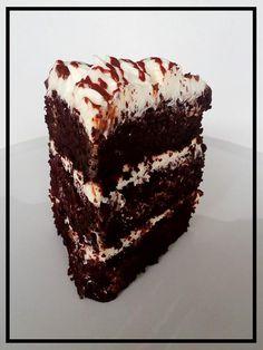 Έχει γενέθλια το κοριτσάκι μου,αν και είναι μακριά πάντα κάνω τούρτα.  Η σοκολάτα είναι αγαπημένη της φαίνεται άλλωστε και στην τούρτα....