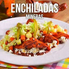 Video de Enchiladas Mineras These rich mining enchiladas are an icon of the state of Guanajuato, giving Mexican cuisine one more option in the enchiladas range. This recipe is unique and delicious, you have to try it. Think Food, I Love Food, Good Food, Yummy Food, Authentic Mexican Recipes, Mexican Food Recipes, Dinner Recipes, Enchiladas, Tasty Videos