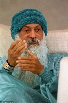 A cult, the 'conman mystic' and biggest mass poisoning in US history Osho Books, Osho Love, Osho Hindi Quotes, Mystic Girls, Terence Stamp, Wooly Hats, Power Of Now, Spiritual Teachers, Us History