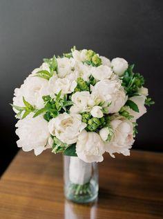 bouquet de mariée rond pivoine blanc