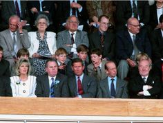 May 20, 1995: Prince Harry, Prince William and their friends joined Prince Charles in watching the Everton vs. Manchester match during the FA Cup Finals.(x)