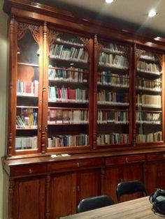 Biblioteca de una casa antigua. Asunción-Paraguay