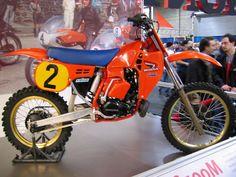 1984 WORKS CR250R. Front disc brake..