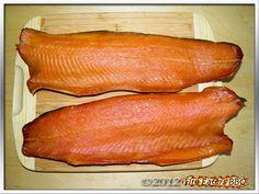 Cold smoking salmon is easy and delicious - Lachs kalträuchern ganz einfach und lecker Homemade smoked gold: simply made and very tasty Smoked Beef Brisket, Smoked Pork, Konservierung Von Lebensmitteln, Fire Food, Smoker Cooking, Smoking Recipes, Bratwurst, Smoking Meat, Sausage Recipes