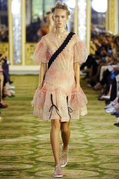 look 2 Simone Rocha Spring 2016 Ready-to-Wear Collection Photos - Vogue
