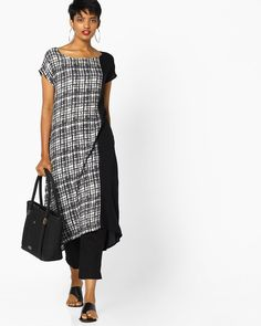 e7e11701d5 Buy Project Eve IW Casual Women Black & White Checked Straight Kurta with  Contrast Panel