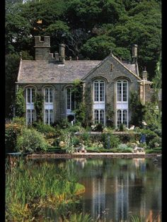 I'll retire here and drink wine by the pond in the afternoon
