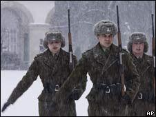 DELIURA: Capa grande usada por los soldados polacos, forrada en piel.