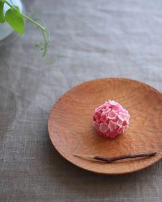Today, I made japanese confectionery NERIKIRI which express spring flower UME… Japanese Candy, Japanese Sweets, Japanese Food, Mochi, Wagashi Recipe, Japanese Wagashi, Japon Tokyo, Bento, Dessert Recipes