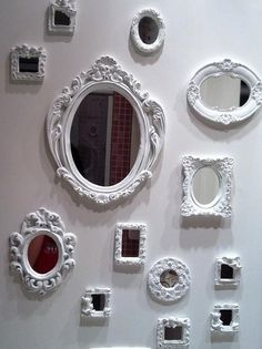Wall Mirrors – Both Useful and Decorative – Wall Mirror Decor Small House Decorating, Vintage Mirrors, D House, Wall Decor, Room Decor, Interior Design Living Room, House Styles, Creative, Nunca Vi