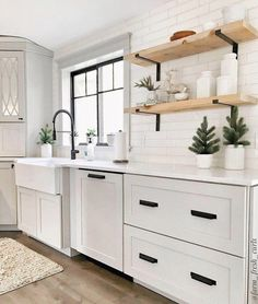31 Stunning Modern Kitchen Decor Ideas - One very popular room in the house is the kitchen. This room can be a focal point in your home because we prepare and store food in the kitchen. Modern Farmhouse Kitchens, Black Kitchens, Home Kitchens, White Farmhouse Sink, Small Kitchens, Farmhouse Style, Small Kitchen Tiles, Modern Cottage Style, Small Kitchen Lighting