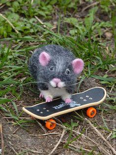Купить Ручной мышонок на скейтборде) - серый, серый мышонок, мышь, мышонок на скейтборде, ручной мышонок