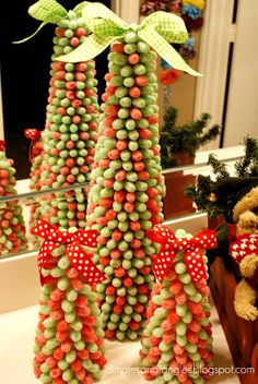 adorable gum drop Christmas tress, would be a great craft for kids too!