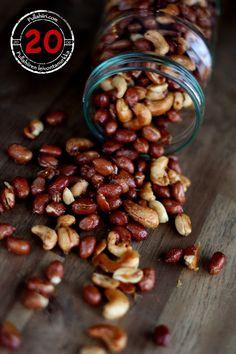 Pullahiiren leivontanurkka: Joulukalenteri - Luukku 20: Paahdetut pähkinät Candies, Almond, Beans, Label, Sweets, Vegetables, Desserts, Christmas, Recipes