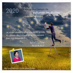Voilà un bel exemple de personnification des voeux de nouvel an avec l'intégration du photo du dirigeant. Elle confère à cette ecard pro plus d'humanité. La mise en page est très bien réalisée, avec un alignement en fer à gauche du message de vœux avec le millésime. Gauche, Photos Du, Slogan, Movie Posters, Virtual Card, Wish, Greeting Card, Film Poster, Billboard