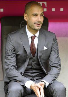 Die: Gray Suit + White Simple Shirt + Darkred Satin tie + nons