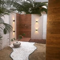 Depois l Espaço com novo uso, aconchegante e integrado com a natureza – Projeto… After l Space with new use, cozy and integrated with nature – Project ClClL by Sofia Chacon ⚊ completed customers Backyard Pool Designs, Small Backyard Pools, Backyard Patio, Outdoor Pool Shower, Landscape Design, Garden Design, Compound Wall Design, Outdoor Bathrooms, My Pool